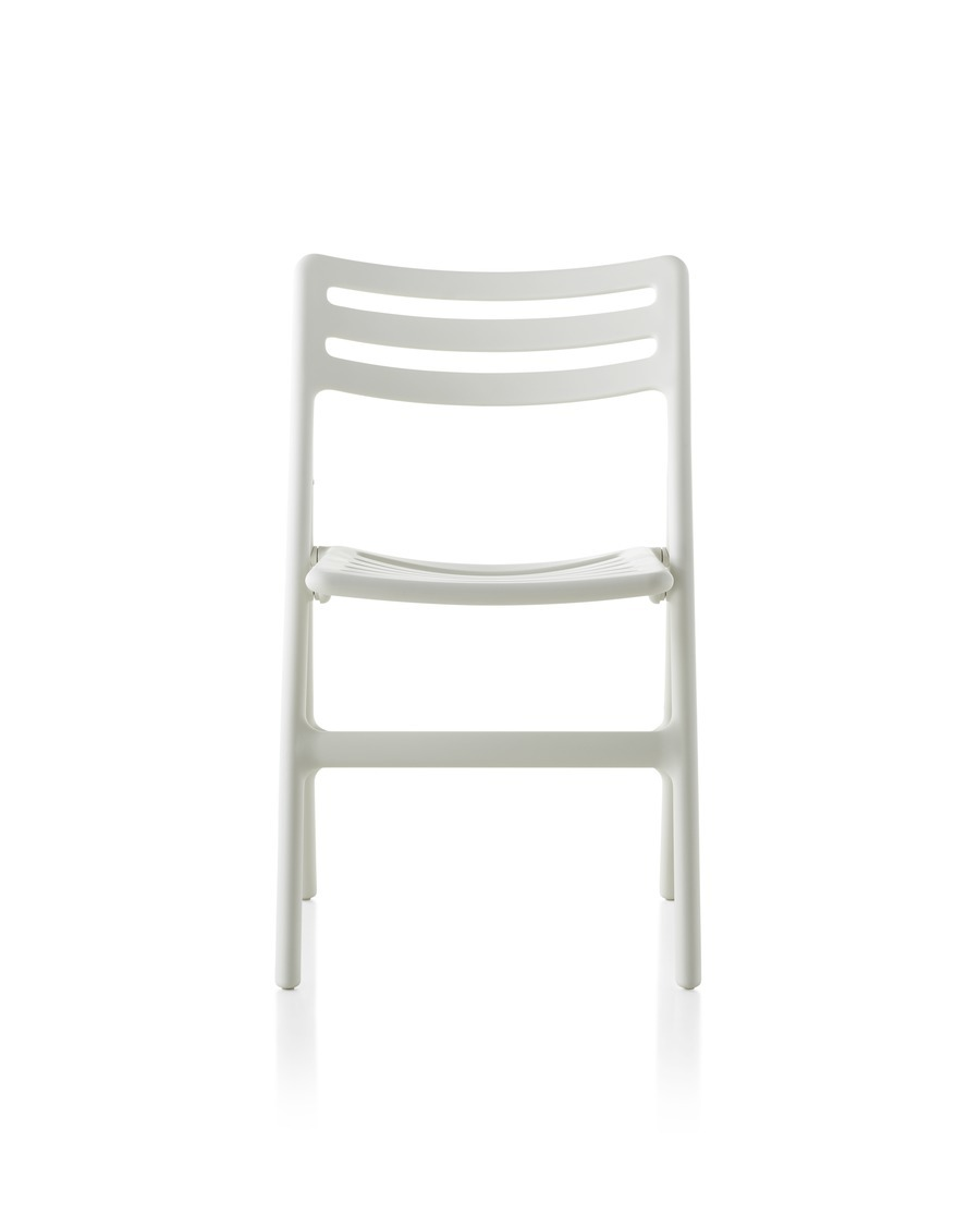 White Magis Folding Air-Chair, viewed from the front.