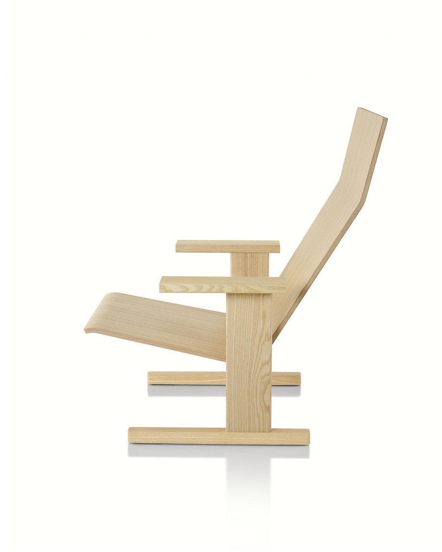 Natural anilin ash Mattiazzi Quindici Lounge Chair, viewed from the side.