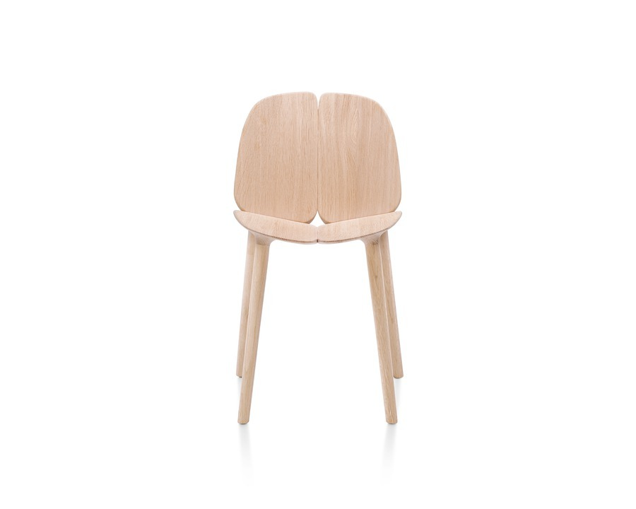 Natural oak Mattiazzi Osso Chair viewed from the front