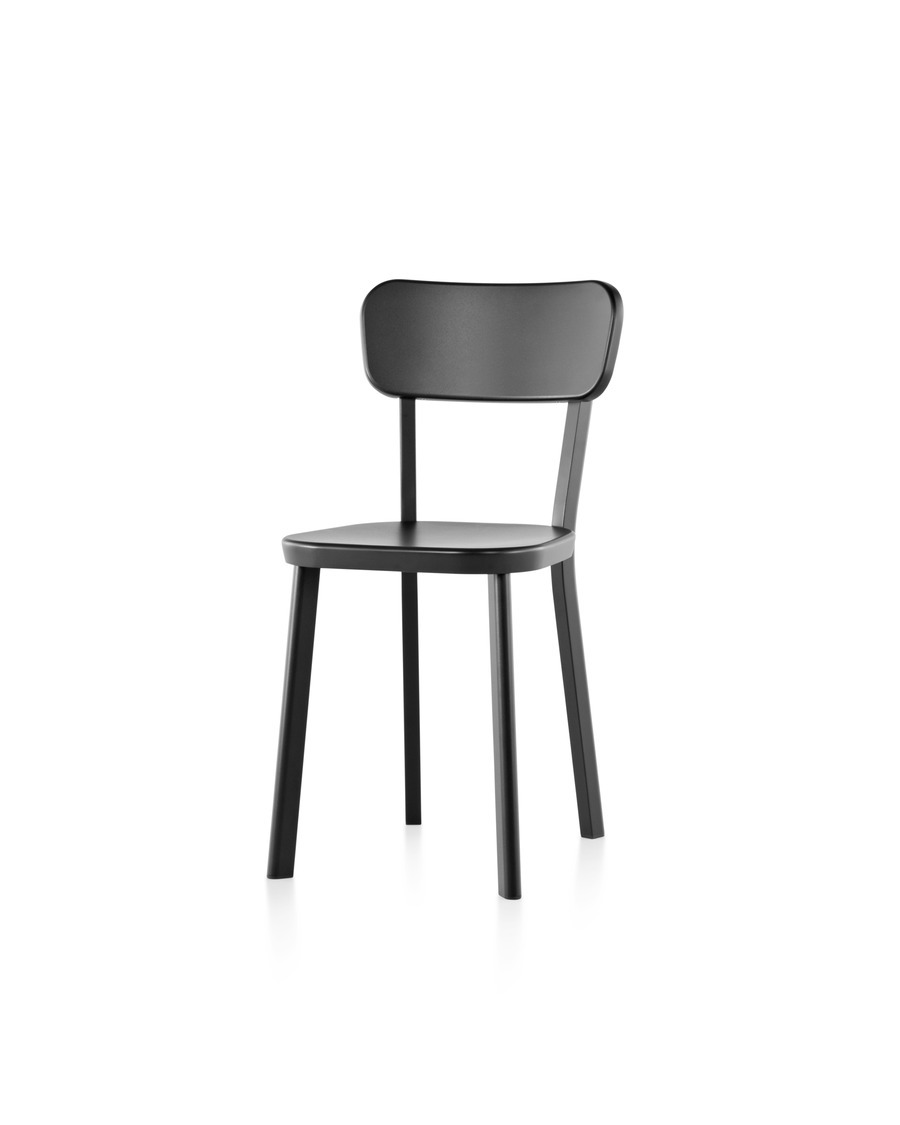 An aluminum Magis Déjà-vu outdoor chair in a black finish, viewed from a 45 degree angle