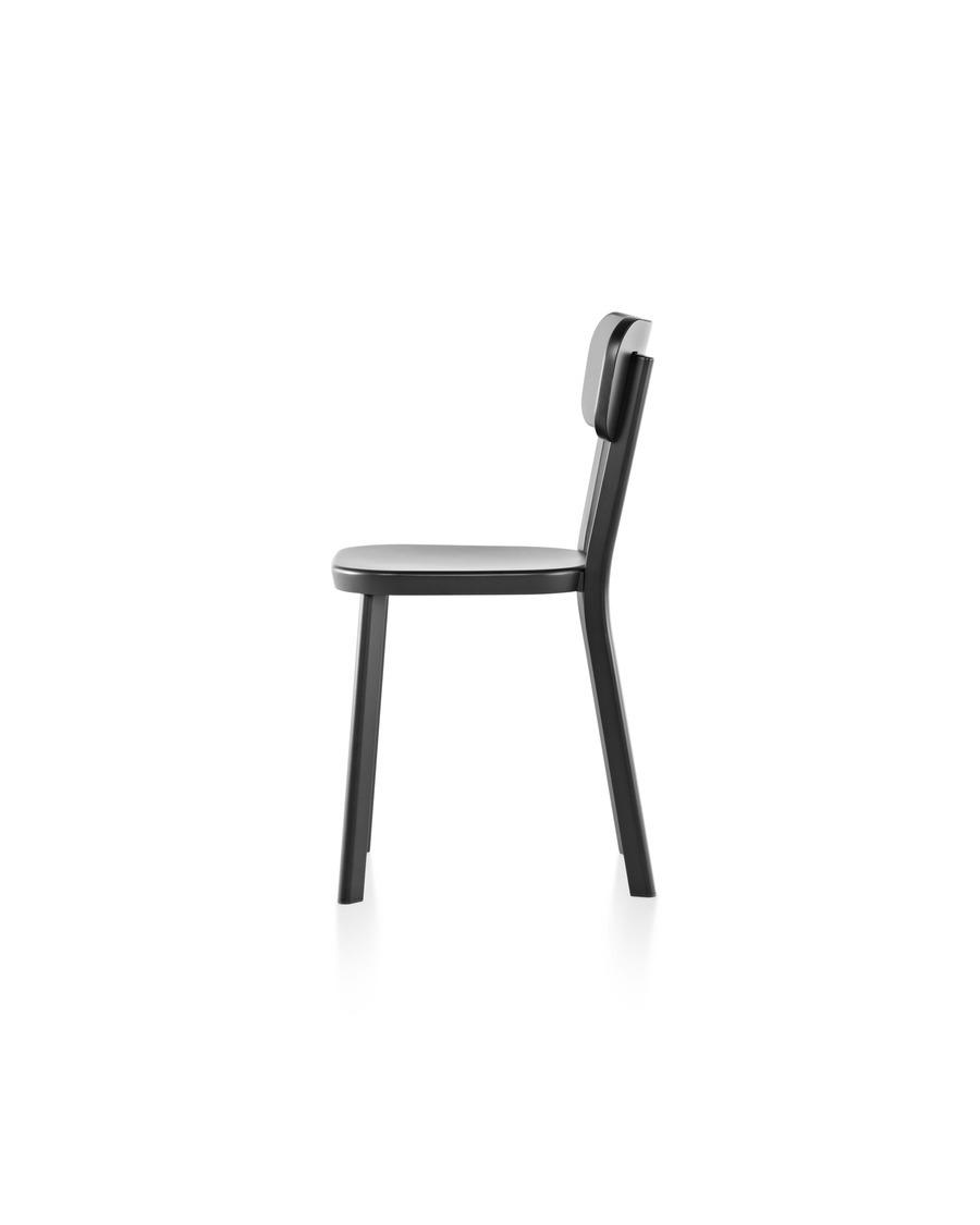 An aluminum Magis Déjà-vu outdoor chair in a black finish, viewed from the side