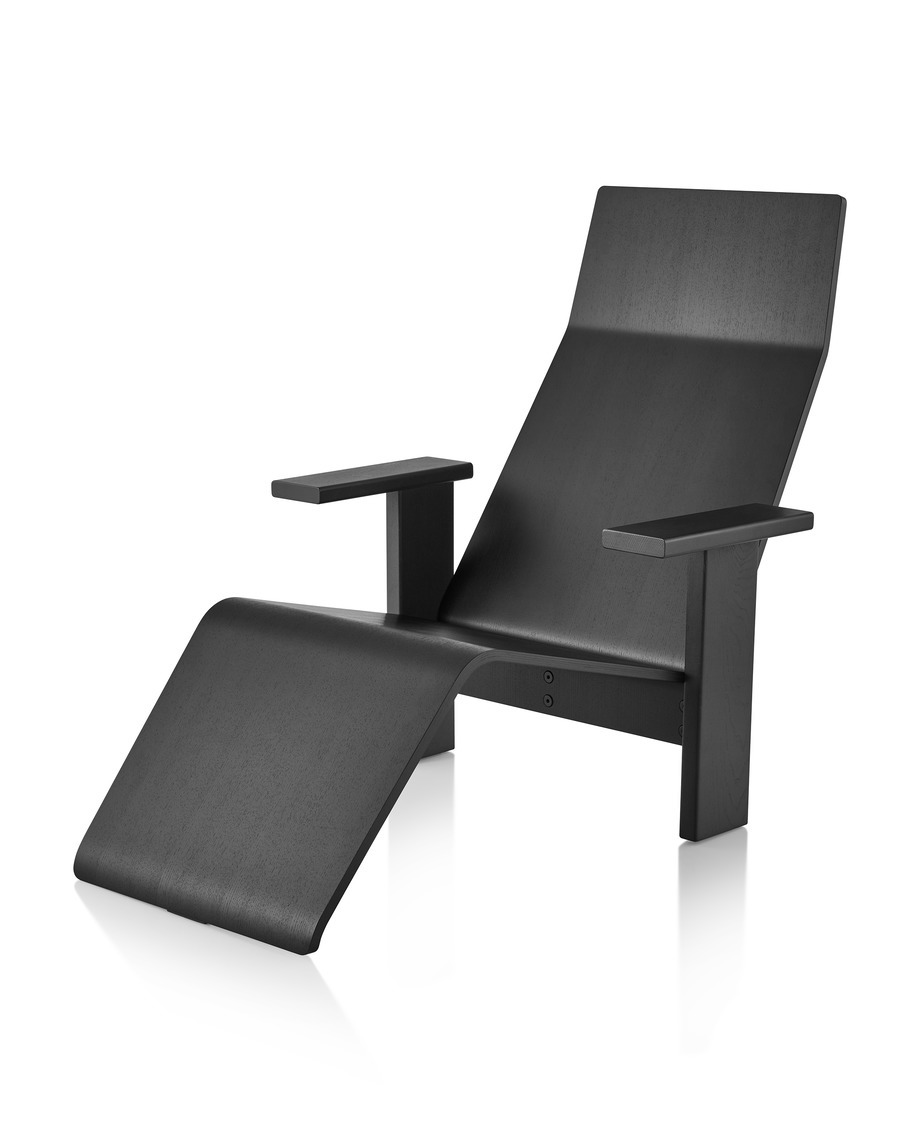 Black anilin ash Mattiazzi Quindici Chaise Lounge, viewed at an angle.