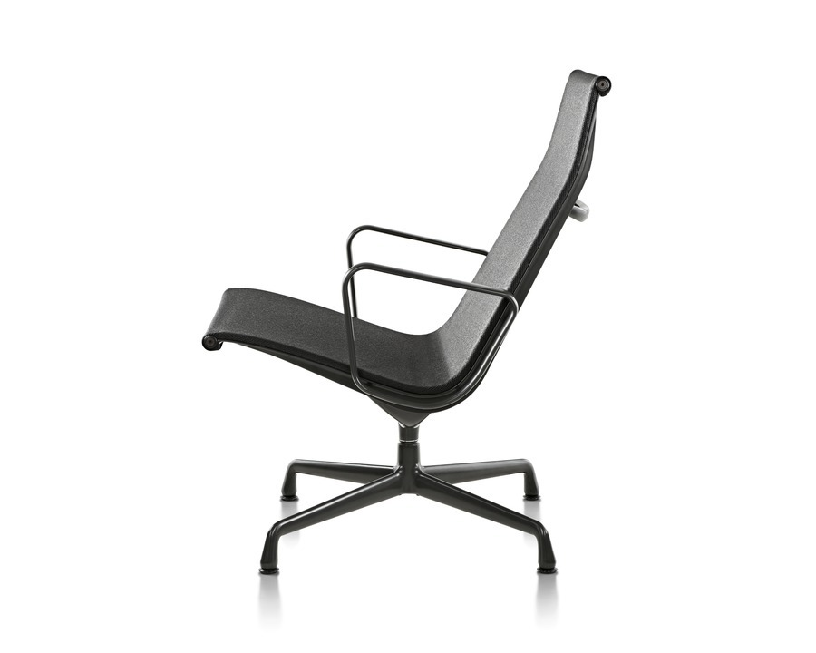 Eames Aluminum Group Lounge Chair Outdoor, black with graphite base, viewed from the side
