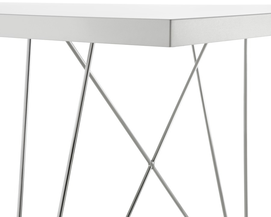 Close up corner of white Magis Tavolo XZ3 Table