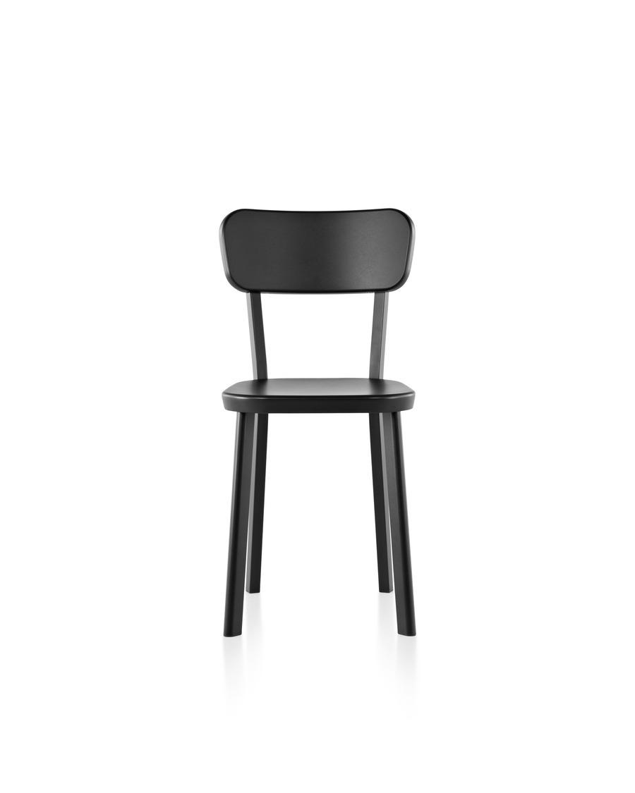 An aluminum Magis Déjà-vu outdoor chair in a black finish, viewed from the front.
